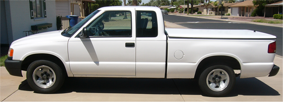 chevy s10 white extended cab pickup truck isuszu
